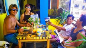 Indigan Surf Hostel Huanchaco - Chilling on the Balcony