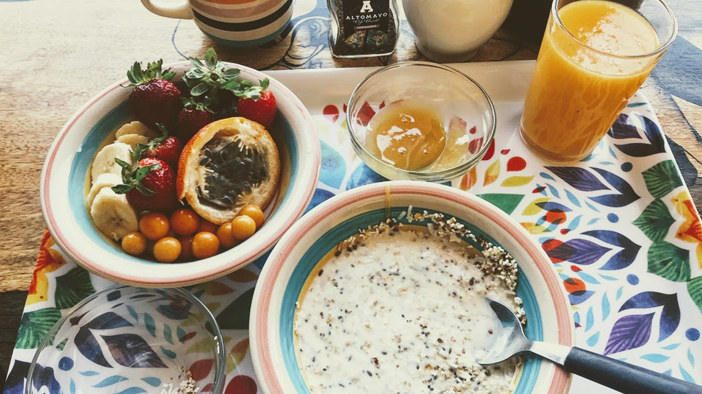 Urcia Surf Camp Huanchaco - Healthy Surf Breakfast Oats, Chia and Fruit
