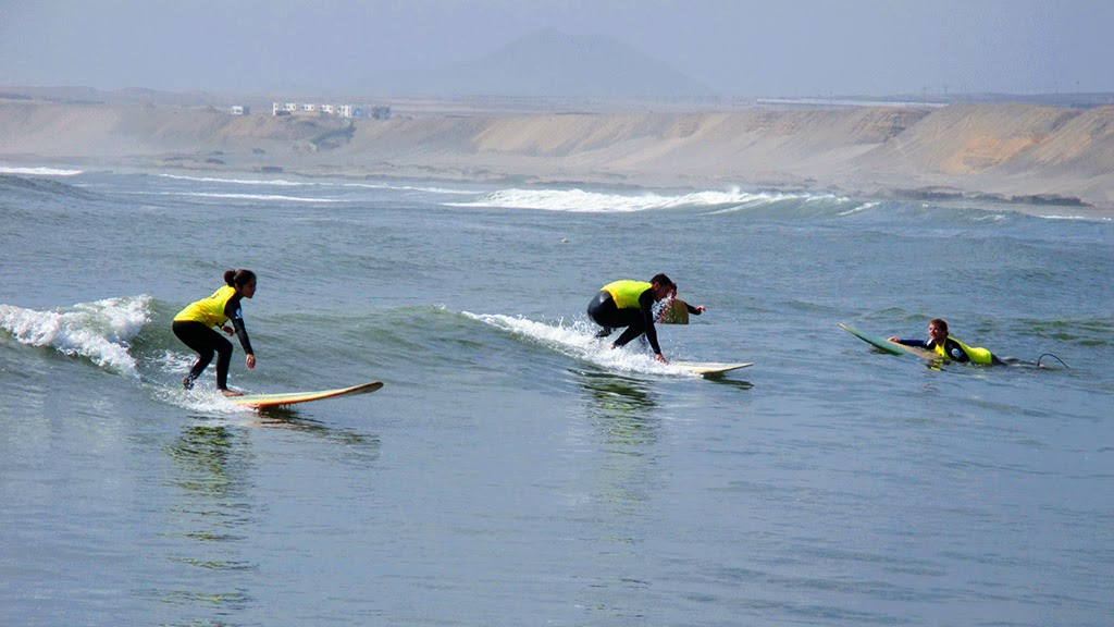 Urcia Surf School Huanchaco - Surf Camp Learning How to Stand Up