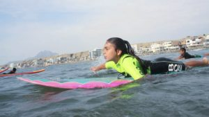 Urcia Surf School Huanchaco - Paddling out for the Waves