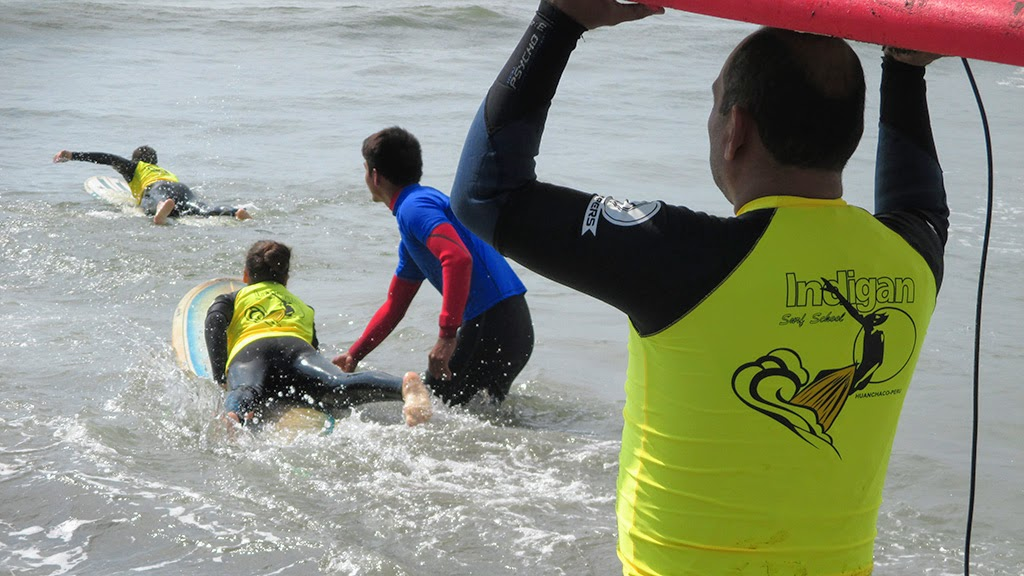 Urcia Surf School Huanchaco - Paddling out
